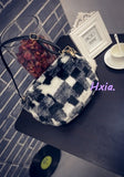 Free shipping, 2017 new shoulder bag, fashion woman messenger bag, cute plush handbags, tassel small square package.