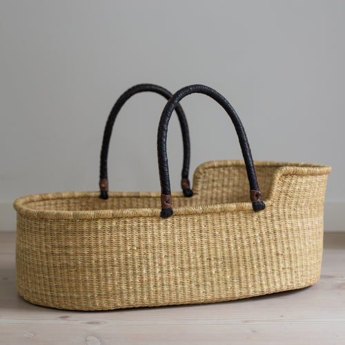 WREN moses basket [shipping by mid November]
