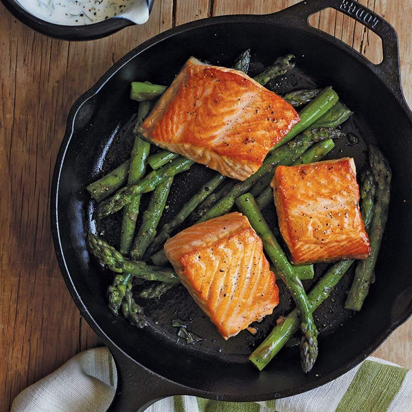 Lodge Cast Iron Skillet Review - Extremely Versatile Pan For All Your Cooking Needs