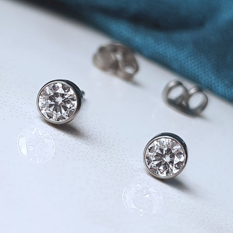 products/ethical_diamonds_titanium_earrings_studs_lab_grown_4mm_7.jpg