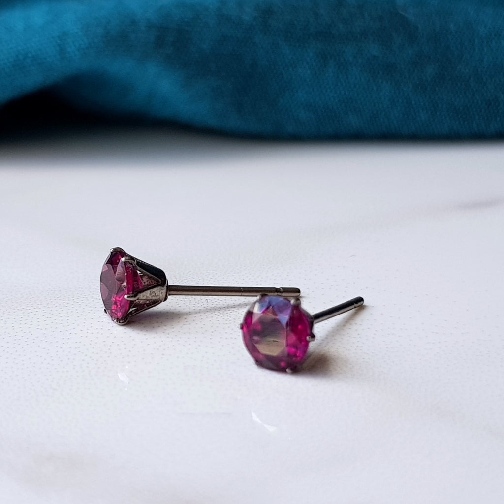 pink garnet rhodolite claw titanium earrings