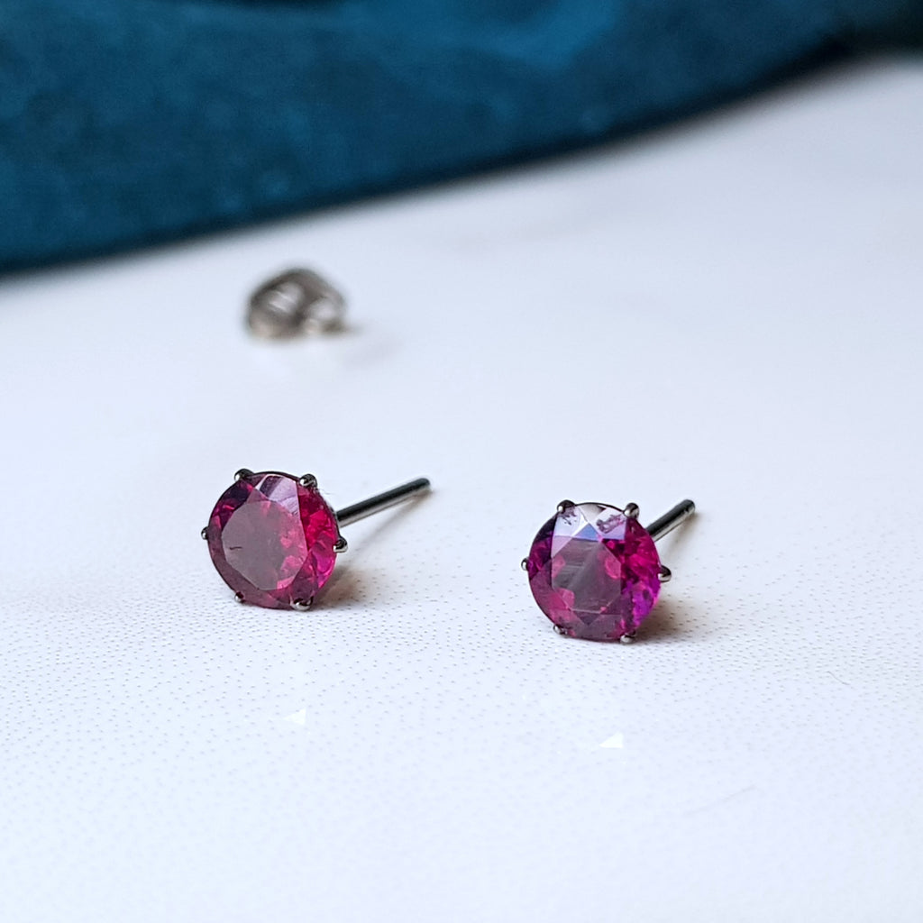 garnet rhodolite titanium 5mm stud earrings