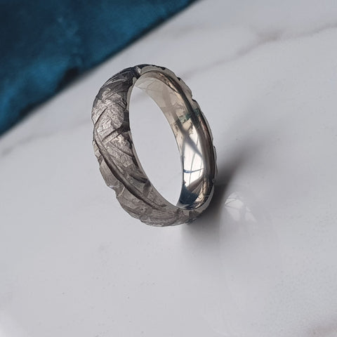 products/titanium_6mm_grooved_ring_1.jpg