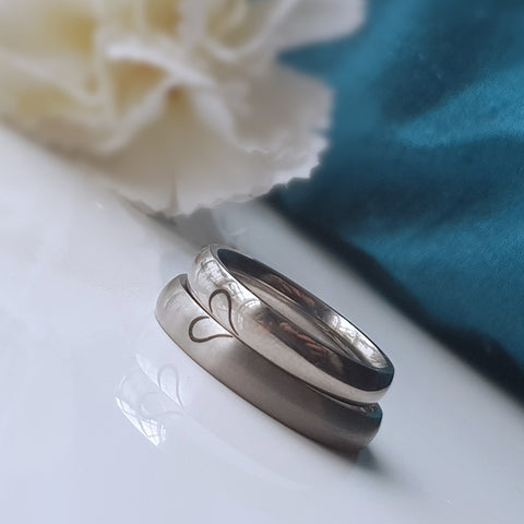products/titanium_heart_ring_-2.jpg