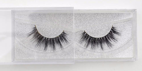 Buy our Glisten Natural looking eyelashes great for makeup artists, MUAs, and beauty bloggers who wear lashes