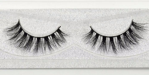Buy our Stripped Eyelashes from our Diva Eyelash Collection. These lashes are great for any makeup artist or beauty blogger.