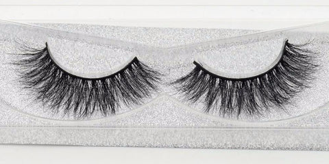 Buy our Becky Eyelashes from our Diva Eyelash Collection. These lashes are great for any makeup artist or beauty blogger.