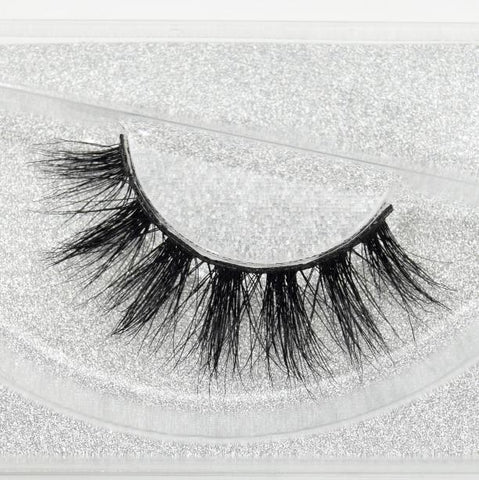 Buy our Lights Eyelashes from our Diva Eyelash Collection. These lashes are great for any makeup artist or beauty blogger.