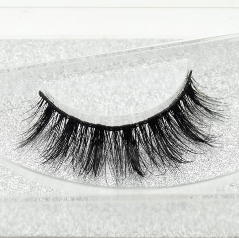 Buy our Celebrity Eyelashes from our Diva Eyelash Collection. These lashes are great for any makeup artist or beauty blogger.