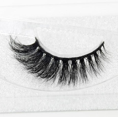 Buy our Lioness Eyelashes from our Diva Eyelash Collection. These lashes are great for any makeup artist or beauty blogger.