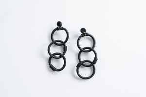 CHAIN Earrings (White)