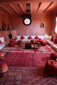 DECORATING WITH MOROCCAN DECOR : BERBER RUGS & LEATHER POUF