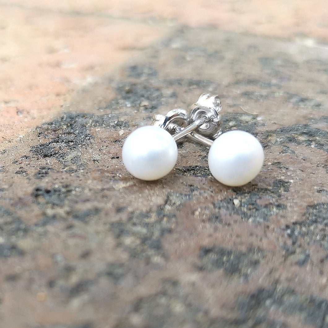Pearl Studs Round 6mm