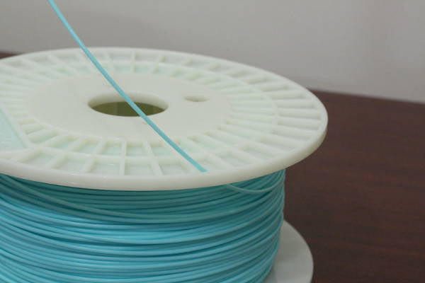 Secure filament by threading through the hole on spool holder