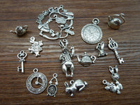 Mix 20/40pcs Alice In Wonderland Charms