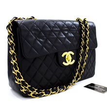 "CHANEL Jumbo 13 ""Maxi 2.55 Flap Chain Shoulder Bag Bossa de pell de xai negra t53-hannari-shop"
