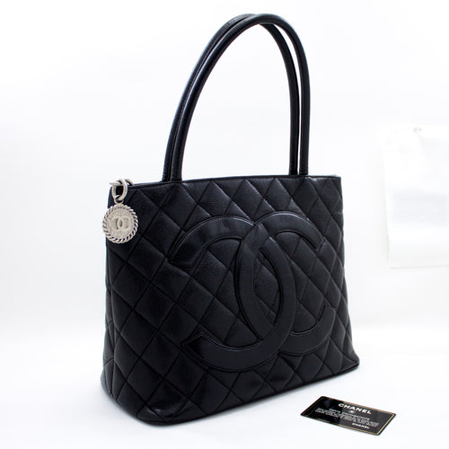 ʻO kā CHANEL Silver Medallion Caviar Shoulder Bag Kapu kūʻai Tote Black R69