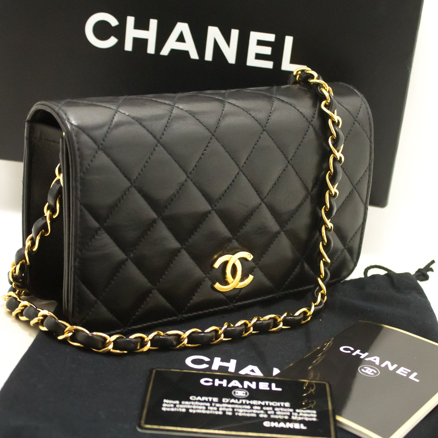 674dc14837e9 ... CHANEL Small Chain Shoulder Bag Clutch Black Quilted Flap Lambskin k35- Chanel-hannari- ...