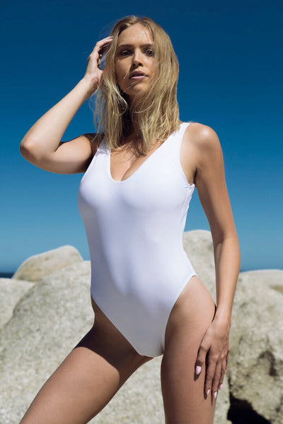 Kita One Piece // White