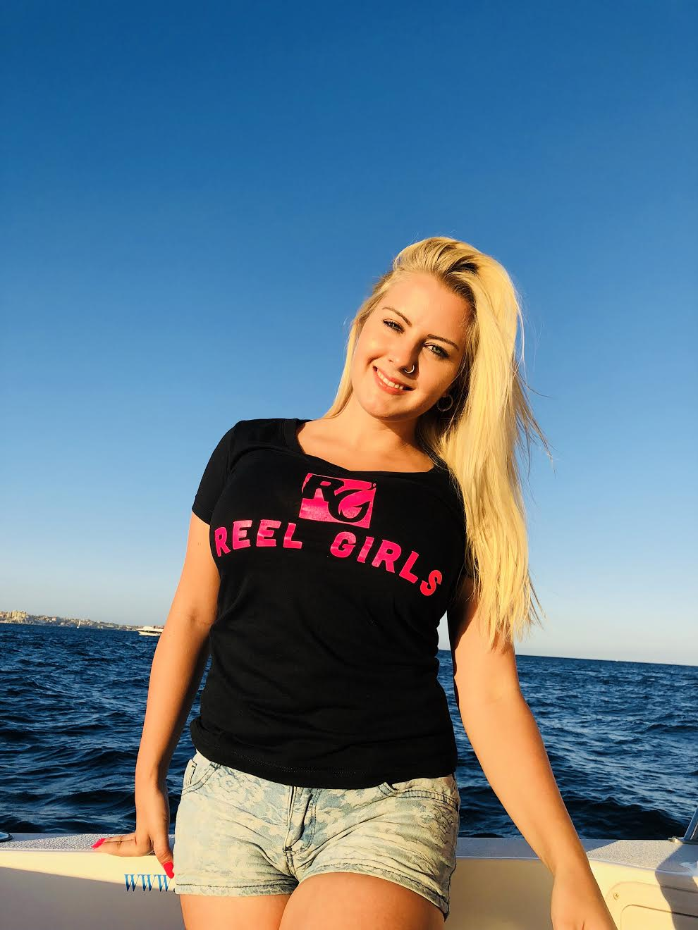 Reel Girls Logo V Neck T-Shirt - Black with Pink - Destin Outdoors