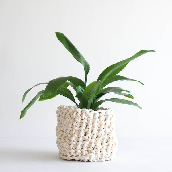 Knotted planter