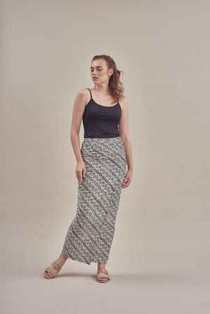 Sarung - Kirania in Black