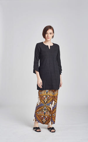 TOP Habiba in Black
