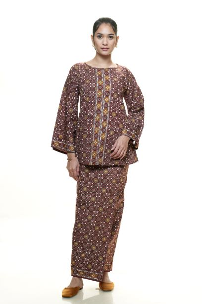 Zaqya Sarung in Brown