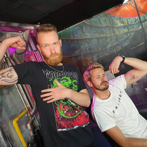 Raynor And Steven strike a pose in Tachion's seedy underbelly!