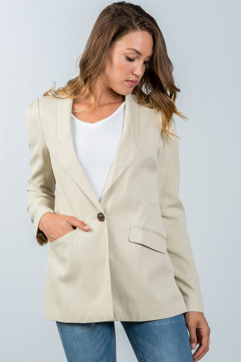 Comfortable Fit Blazer Material: 100% Tencel Sleeve Length: Long Closure Type: One front button closure Fit Type: Comfortable Details: Pleated shoulder detail, ivory color