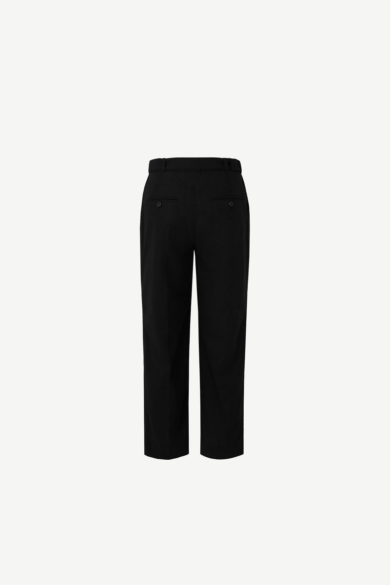 Cropped D-ring trousers in black