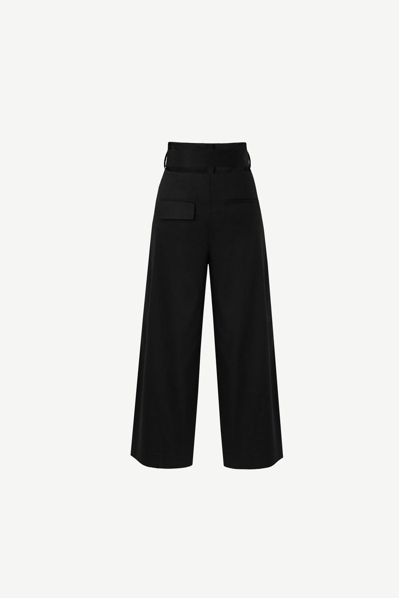 Belted wide leg trousers in black
