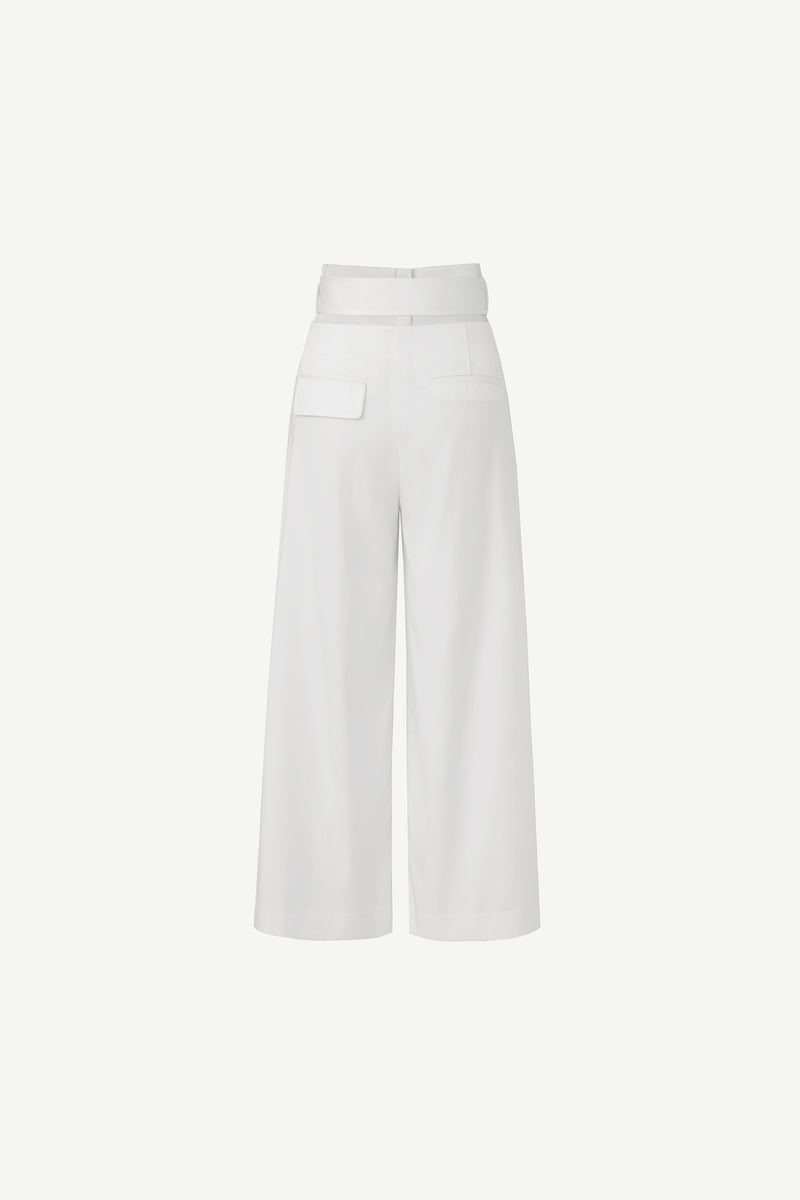 Belted wide leg trousers in white