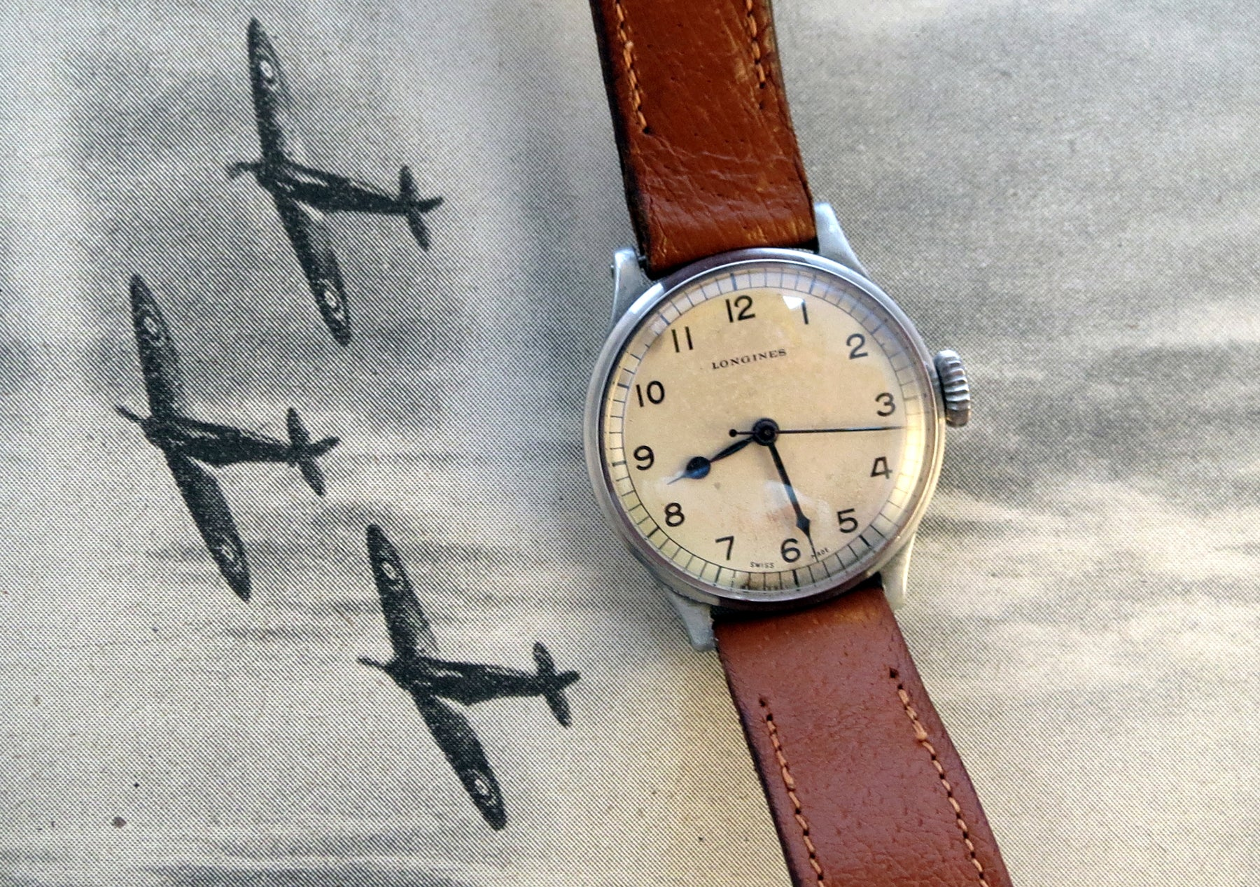 Longines 159/6B issued to an RAF flight crew in 1943. Whilst the movement is high quality, the case is made out of an aluminium alloy, due to material shortages at this stage in the war. Note the oversized crown to allow pilots flying at altitude, in freezing cold unpressurised cockpits, to operate the crown whilst wearing thick flight gloves.