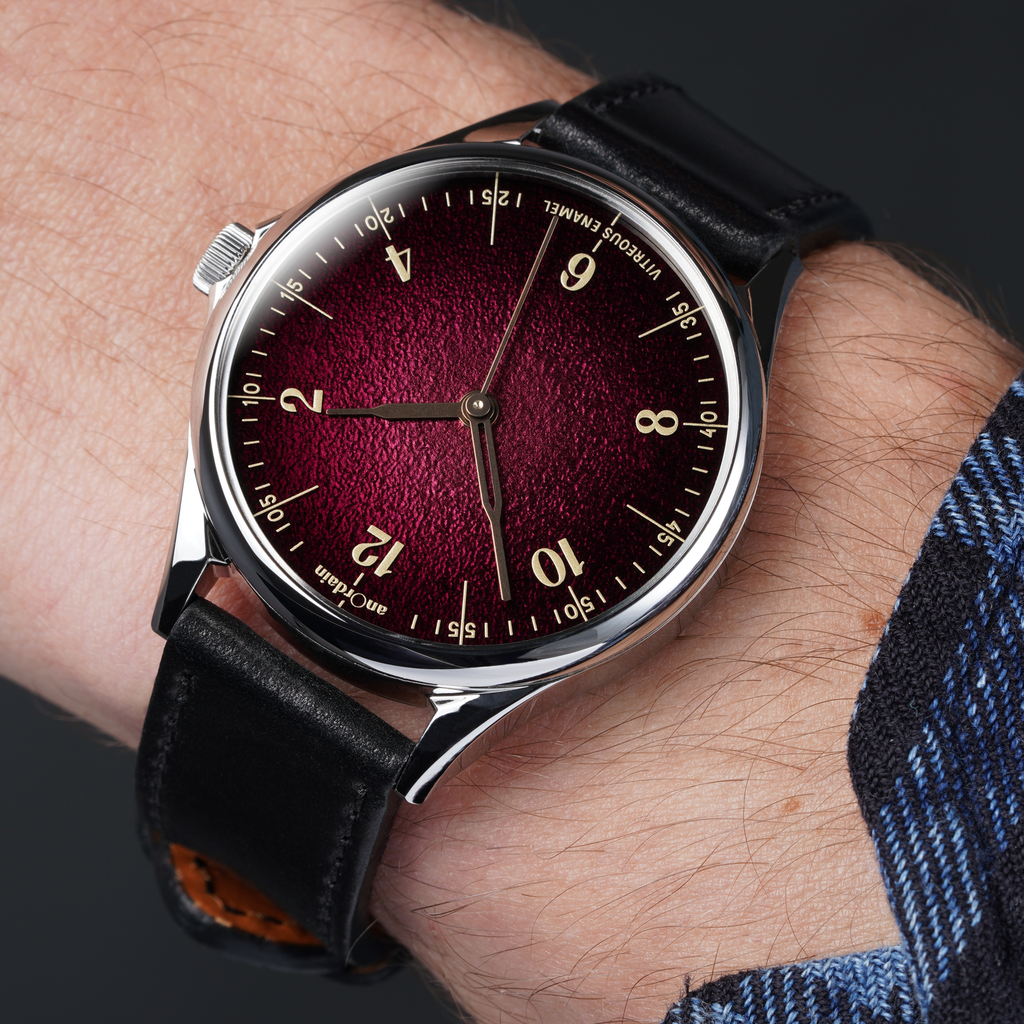 anOrdain's Model 1 Fumé in Plum with heat treated hands