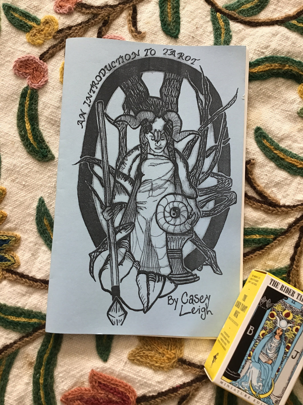An Introduction to Tarot : A zine by Casey Leigh
