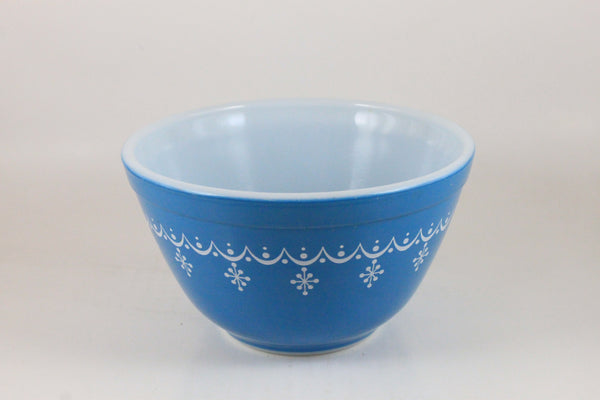 Pick the Scent - Snowflake Blue Garland Pyrex Bowl Candle