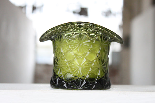 Pick the Scent - Green Daisy & Button Top Hat Candle