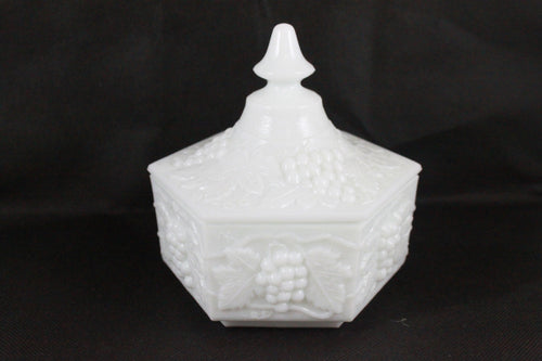 Pick the Scent - Hexagon Harvest Grape Milk Glass Candle