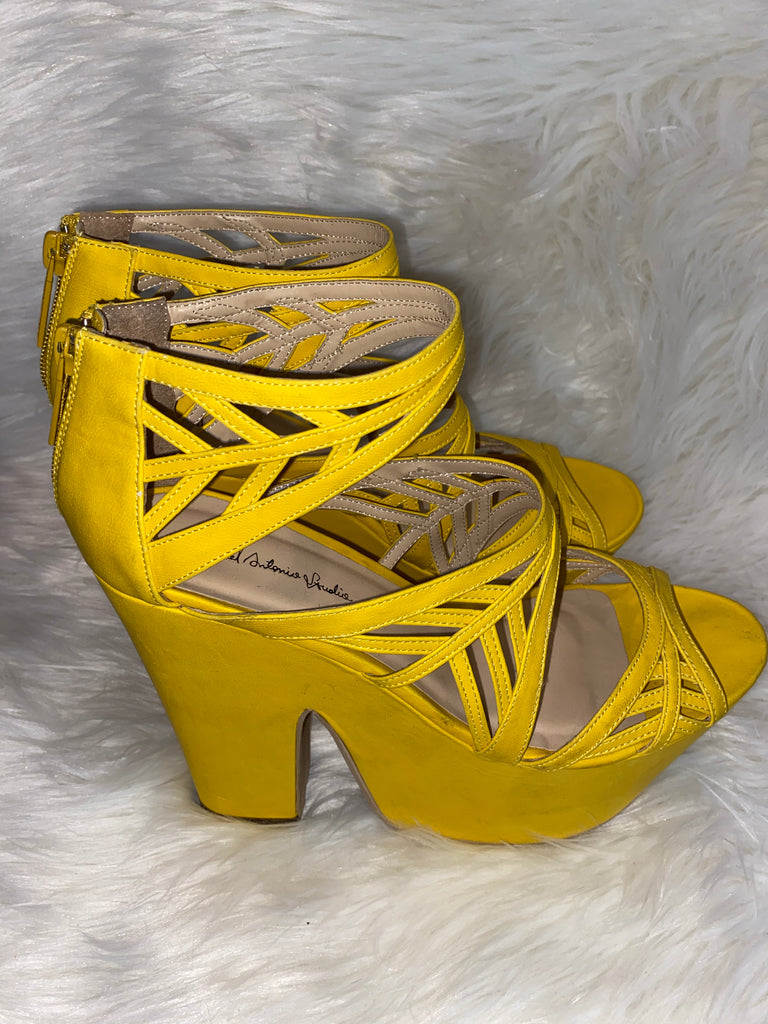 YELLOW PLATFORM SANDALS ~ SIZE 9