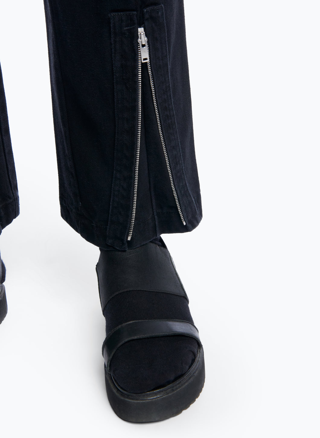 High-Waisted Pants with Multiple Pockets in Black Denim