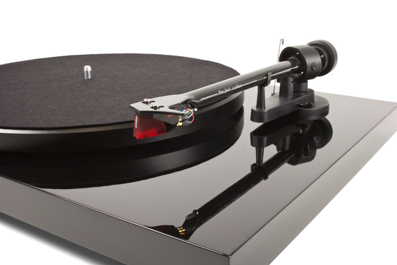 Pro-Ject Debut Carbon w 2M Red Cartridge