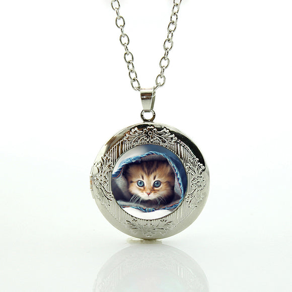 Beautiful Cat Necklace Pendant
