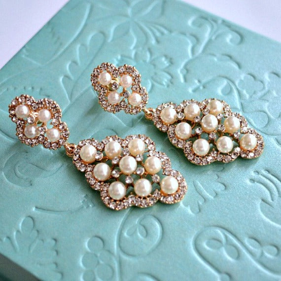 Pearl Drop Vintage Gold Wedding Earrings. Rhinestone Pearl Chandelier Earrings. Diamond Shaped Pearl Dangle Earrings. Bridesmaid Earrings.