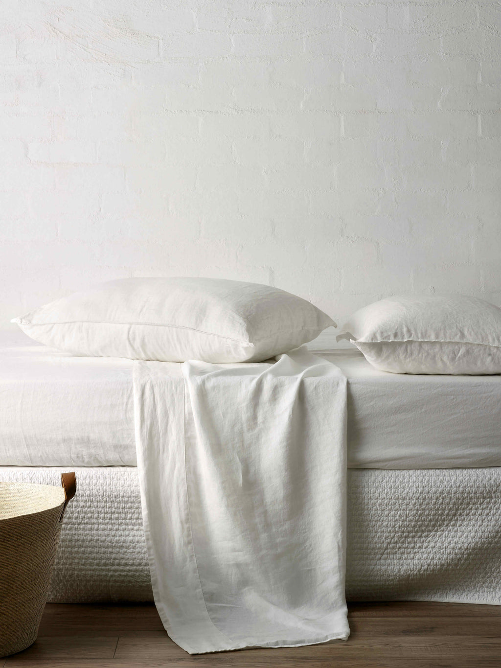 Mondo White Sheet Set