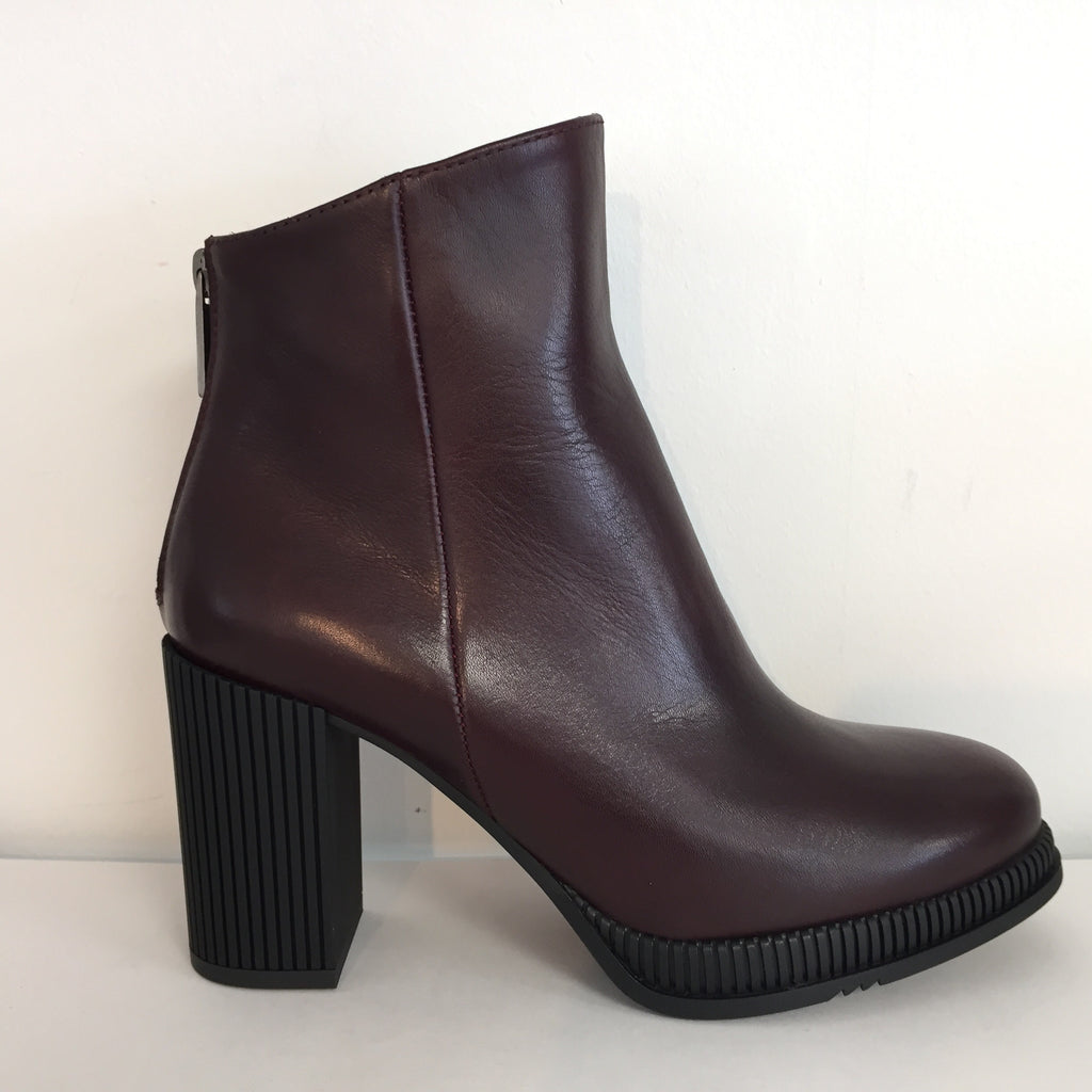 Gadea Burgundy Leather Ankle Boot