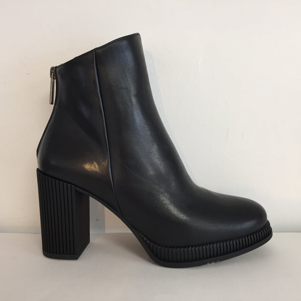 Gadea Black Leather Ankle Boot