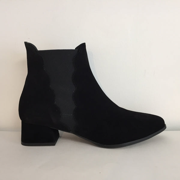 Gadea Black Suede Ankle Boot