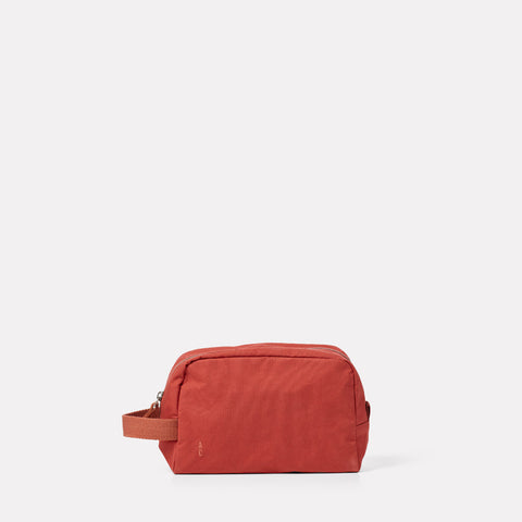 Simon Waxed Cotton Washbag in Brick