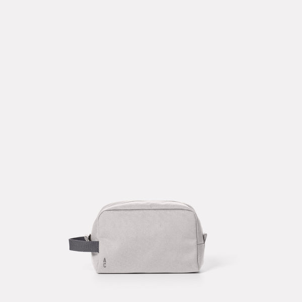 Simon Travel And Cycle Washbag in Wolf Front